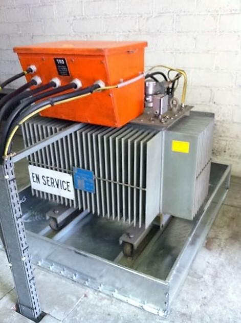 bac de rétention pour transformateur électrique SONEC à 2 façades détachables BR2S et un TSA transformateur auxiliaire dans un local électrique de la SNCF